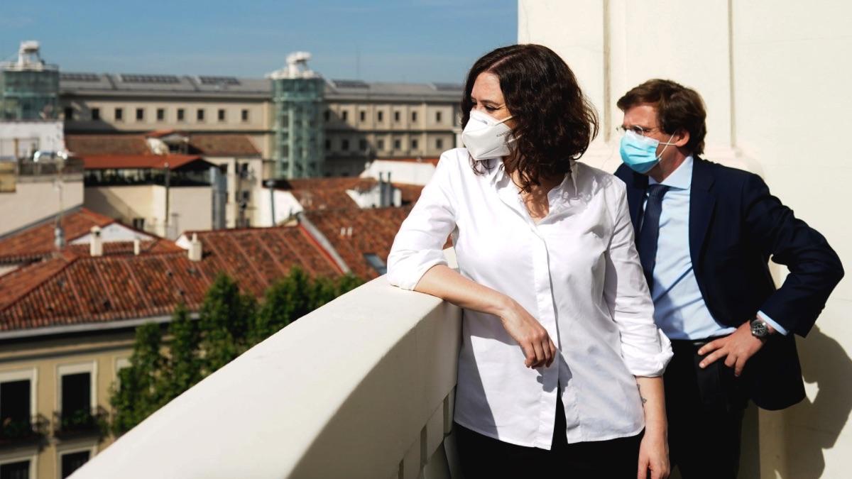 Isabel Díaz Ayuso y José Luis Martínez-Almeida en la reapertura del hotel NH Madrid Nacional. (Foto: Comunidad)