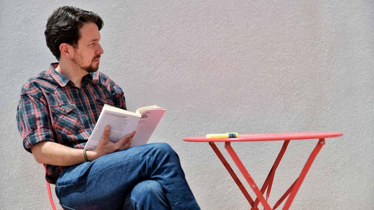 Pablo Iglesias se corta la coleta. Foto: Europa Press